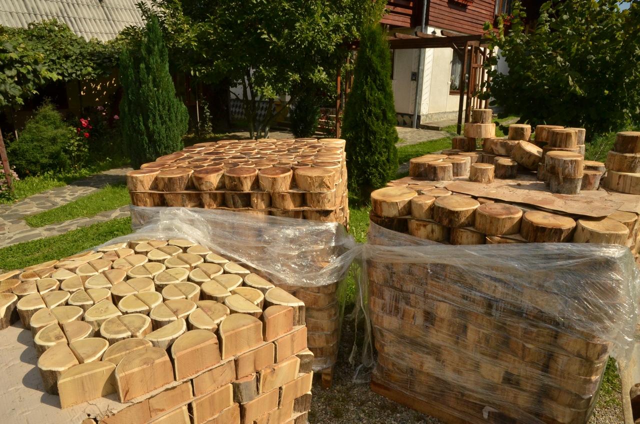 acacia-wood-slices-rustic-garden-path-1